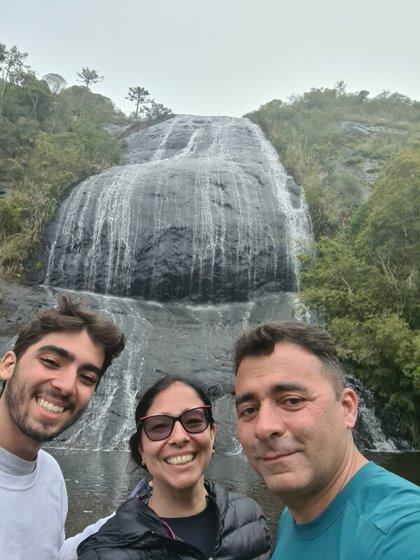 Xterráqueo Edson na cachoeira